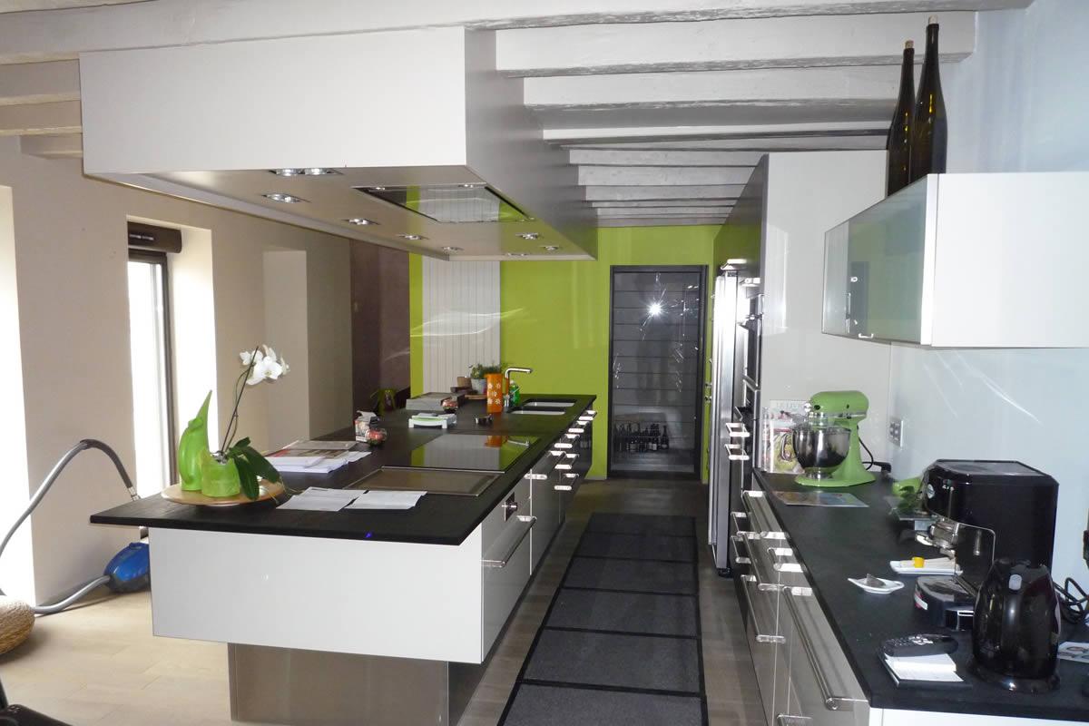 Porte coulissante cuisine cuisine meuble cuisine porte coulissante style meu - Cuisine avec porte coulissante ...