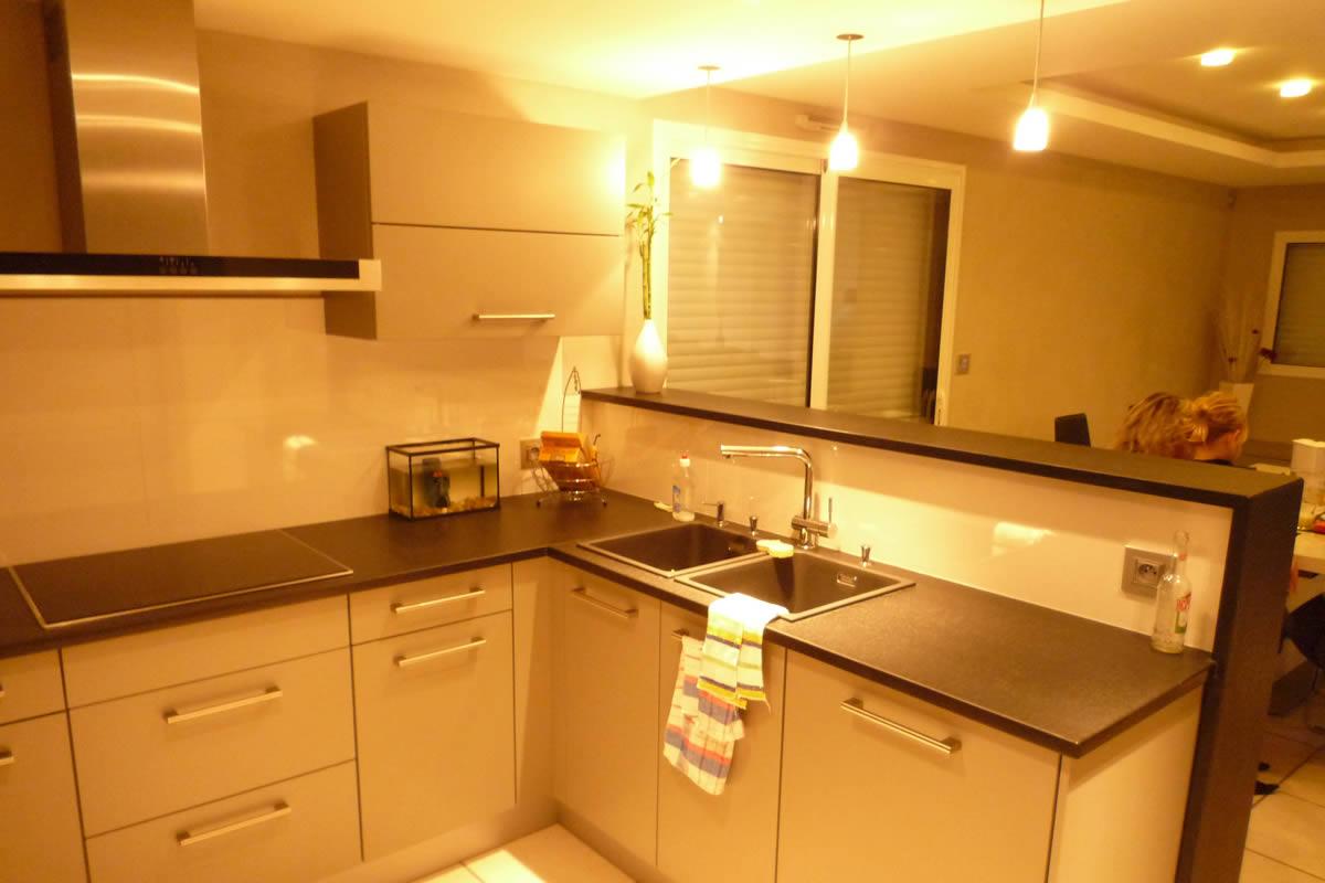 cr ation de cuisine la s guini re yves cl ment architecte int rieur cuisine granit. Black Bedroom Furniture Sets. Home Design Ideas