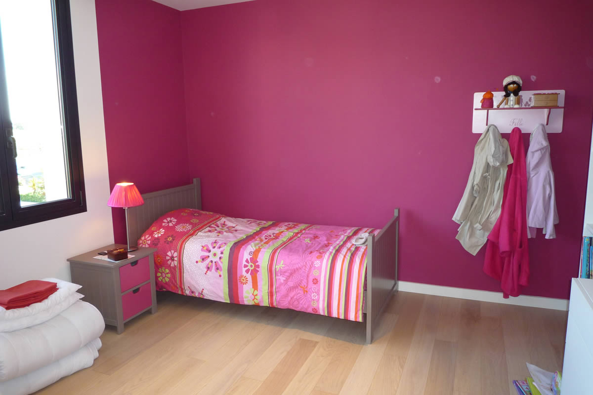 chambre gris et rose fushia