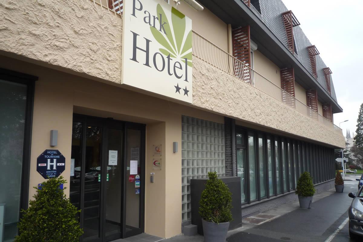 R novation h tel cholet yves cl ment architecte for Moquette restaurant